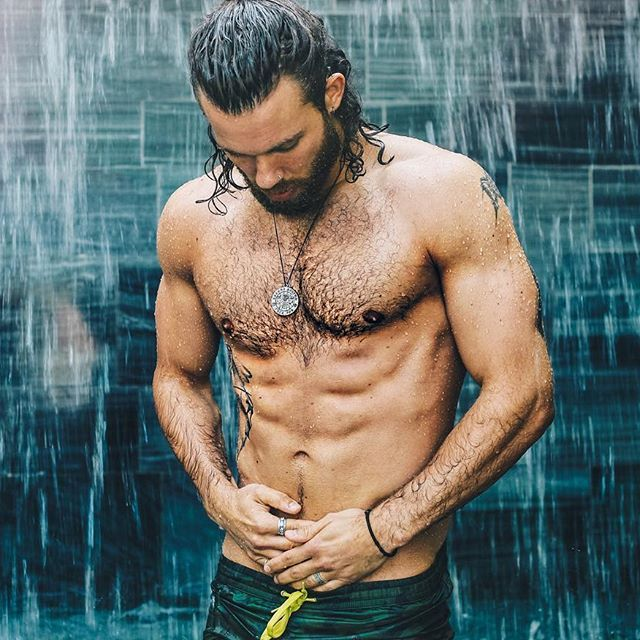 #beard #manbun #beardedguy #manbunmonday #beardsandtats #abs #fitguys  #tattoos #shirt #suit #hank_ge @hank_ge
