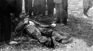 Son équipée meurtrière, avec ses complices anarchistes, n'aura duré que cinq mois. Sa vie trente-cinq ans. En ce petit matin du 28 avril 1912, maintenant que la police encercle le garage de Choisy-le-Roi où il a trouvé refuge, Jules Bonnot, bien décidé...