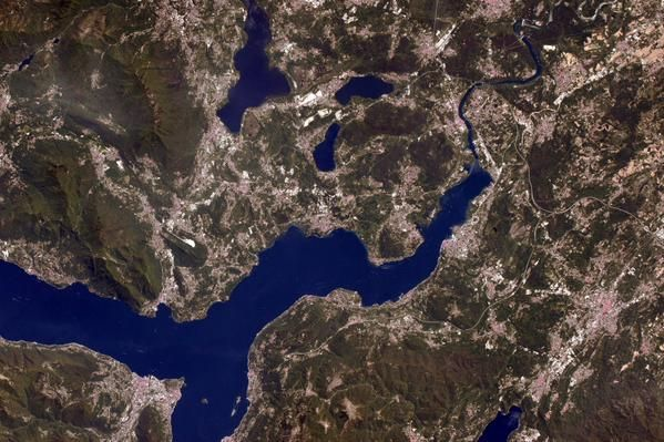 More lakes, this time glacial lakes in Northern #Italy. Recognize any? / Li riconoscete?