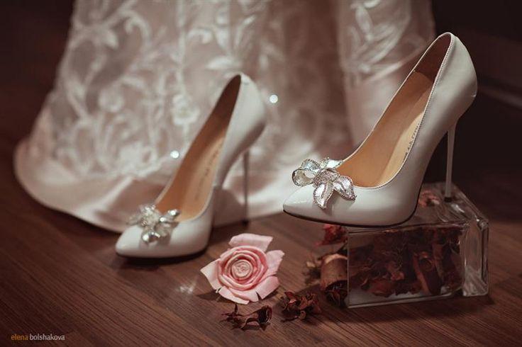 Красные красивые туфли для невест