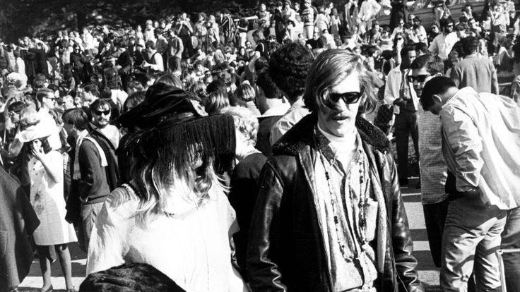 Il y a cinquante ans, la Californie vivait sa lune de miel hippie tout au long de ce que l'on a nommé le « Summer of love ». Cinq jours durant, nous vous racontons ce drôle d'été 67 plein de rêves, de promesses et d'amères désillusions.
