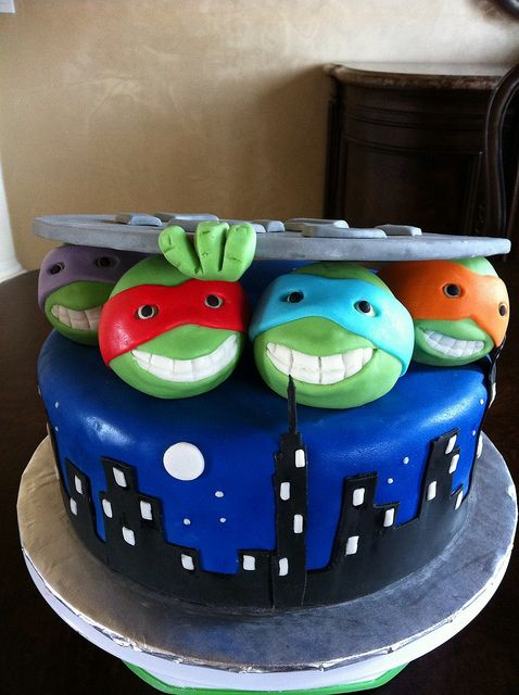 The Teenage Mutant Ninja Turtles Cake --- This WILL be Gavin's next cake! Ashley Van Lerberg I am going to need your cake lady's name!!! ;)