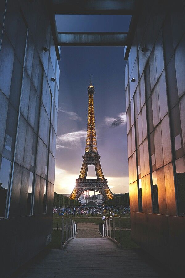 i am not exactly sure why i am so drawn to the eiffel towerbut i would love to go and see it