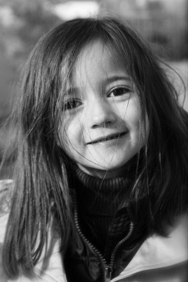 Sara en un día ventoso - 6 años by Mauricio Marchant Roman on 500px