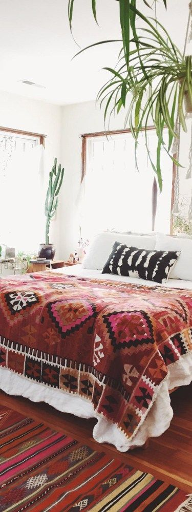 "... I love the ""seasonless"" contrast of the bedding in this Bohemian bedroom design; could easily be incorporated into any rustic setting [repinned via Tracy Svendsen]"
