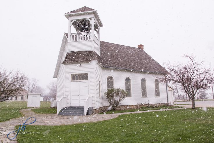 Wolcott Wedding Chapel in Maumee Ohio is perfect for small weddings!