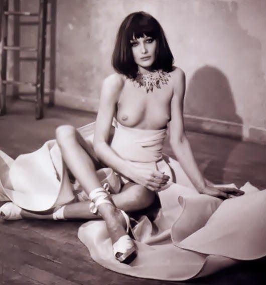 CELEBRITY NUDE CENTURY: Carla Bruni (Model & France's 1st Lady)