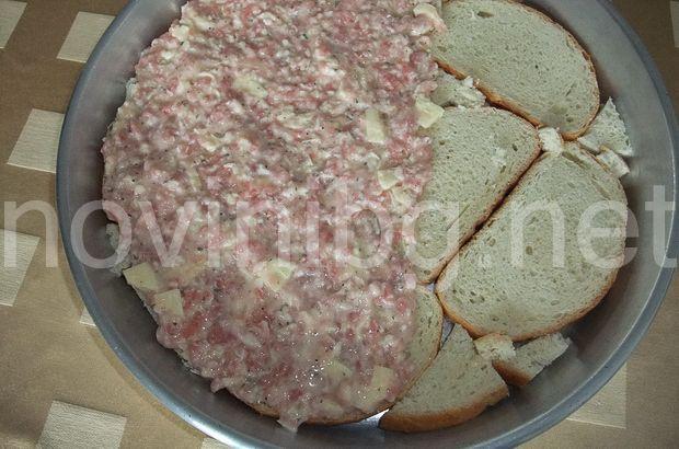 Тази баница не е като другите, защото се приготвя не с кори, а със сух хляб. Продукти: 8 филии сух хляб 250 гр...