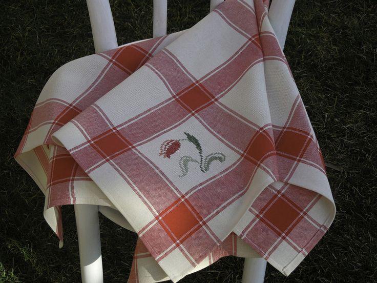 Tischdecken - Mittlere Tischdecke mit Kreuzstich - ein Designerstück von Emmart1 bei DaWanda