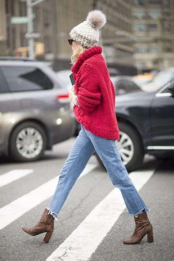 Het begint helaas steeds kouder te worden buiten en dat betekent dat de truien weer uit de kast gehaald mogen worden. De oversized truien waar we lekker in kunnen kruipen zijn natuurlijk erg geliefd, maar worden vooral thuis gedragen. Erg zonde aangezien je deze truien prima overdag kan dragen naar school of werk. Ben je benieuwd hoe je oversized truien het beste kan combineren? Lees dan snel verder.