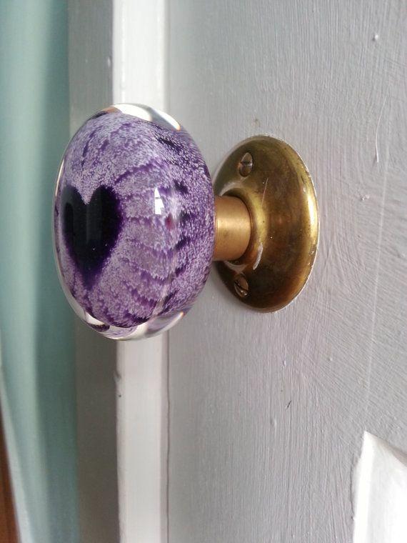Poignée de porte verre coeur violet