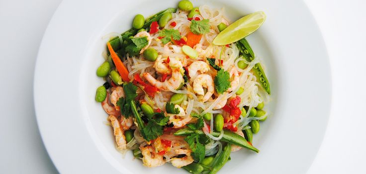 This Asian-inspired fitnessnoodle recipe is extremely healthy, low in calories and crazy delicious.  1-2 pack of Fitness Noodles® 1 tbsp Fitnessguru Coconut Oil 1 clove of Garlic 1 cm Ginger 1,5 tbsp Sesame oil Cilantro - amount of choice 200 g edamame beans 200 g Shrimp 1 carrot 10 cm cucumber 1 Lime (juice) 0,5 Chili