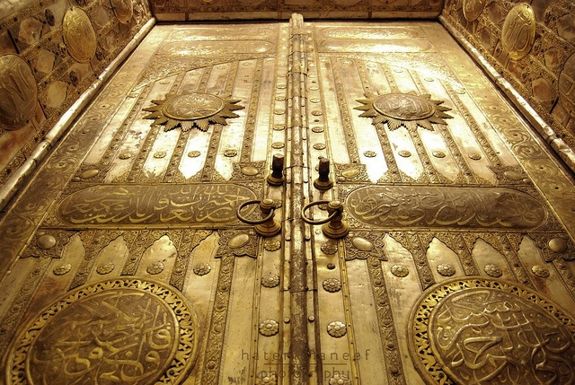 Door to the Kaaba mosque in Mecca by Umutrehberi, via Flickr