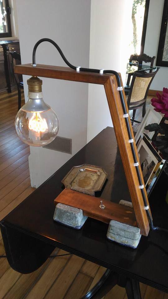 Mais uma obra (de arte :)). Candeeiro em madeira de pinho com pés moldados em cimento e resina. Lâmpada de led (Ikea). Espero que gostem.