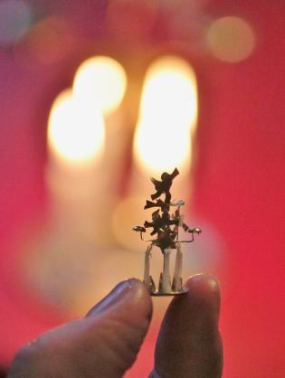 Nukkekoti Väinölän joulu - Maria Malmström - #enkelikello #nukkekotiväinölänjoulu #nukekotiväinölä #nukkekoti #joulu #kirja