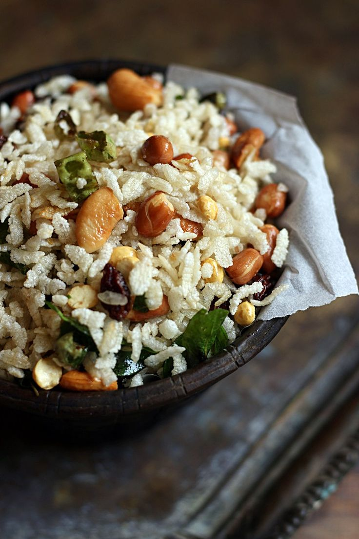 Love chivda but not the deep frying part/. here is the most delicious, crispy and totally addictive poha chivda made with just  teaspoons oil. Must try snack with tea!  Recipe @ http://cookclickndevour.com/poha-chivda-recipe-no-deep-fry-version-diwali-2016-snack-recipes