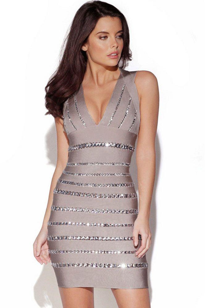 Rochii bandage Crystals Gray - Rochie bandage decorata cu cristale slipitoare, care fac din acest obiect vestimentar ceva cu adevarat spectaculos si special. Este o rochie perfecta pentru ocazii speciale, atunci cand aveti nevoie de putin mai multa sclipire. Rochie cu decolteu in V si spatele acoperit doar de 4 benzi, este perfecta pentru orice eveniment deosebit la care urmeaza sa participati. Material: Nylon, Rayon, Spandex Colectia Rochii bandage de la  www.rochii-ieftine.net