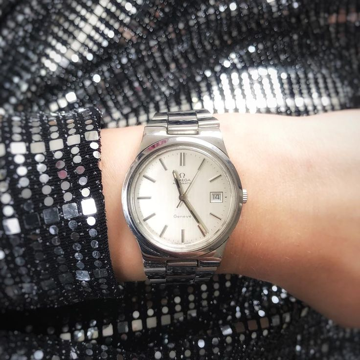 This vintage Omega is the perfect watch for the festive season. With this vintage Omega Genève from 1973 you will steal the show | vintage watches | vintage watches for women | vintage watches ladies | vintage horloges | horloges dames | SpiegelgrachtJuweliers.com
