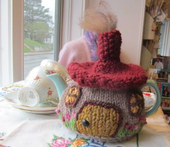 Hobbit Cottage Tea Cozy by Heather Tunnah free knitting pattern on Have a Yarn at http://www.haveayarn.ca/stitch/06_2013_stitch_of_the_month.htm
