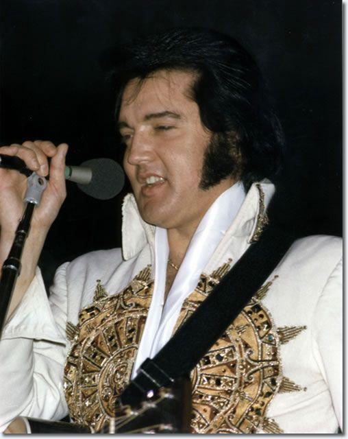 77 Best Black White Makeup Looks Images On Pinterest: 1977 Elvis Presley Photos In