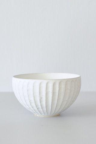 Ciotola decorata in porcellana. Decorated porcelain bowl. Pleated Bowl, Taira Kuroki for @shopkoromiko #vembianco #vemporcellana