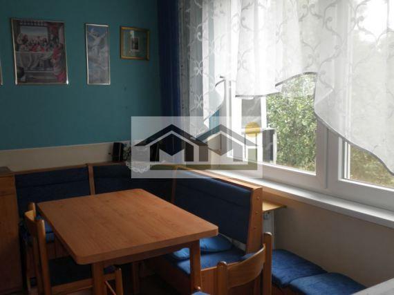 Na predaj 2- izb. byt v Nitre na Chrenovej. Nachádza sa vo výbornej lokalite na Lesnej ulici s rozlohou 55m2 na 1/13 poschodí. Byt je v pôvodnom, zachovalom stave, má 2 balkóny. Cena 62000eur. 0917898402
