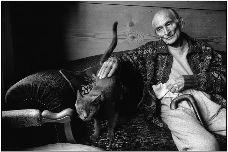 Martine Franck  -   SWITZERLAND. Rossinière. French painter BALTHUS at home. 1999.