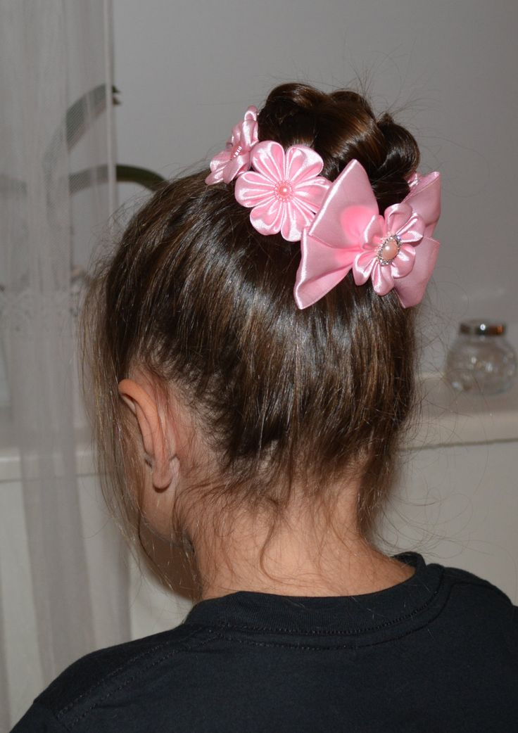Handmade Girl's Pink Flower Bun Wrap/Top Knot por PrettyBlossomBows