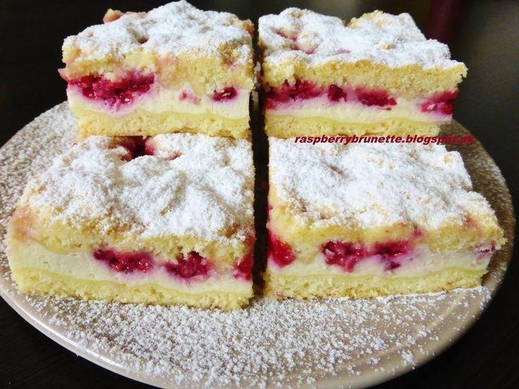 Jednoduchý tvarohový koláč s ovocím