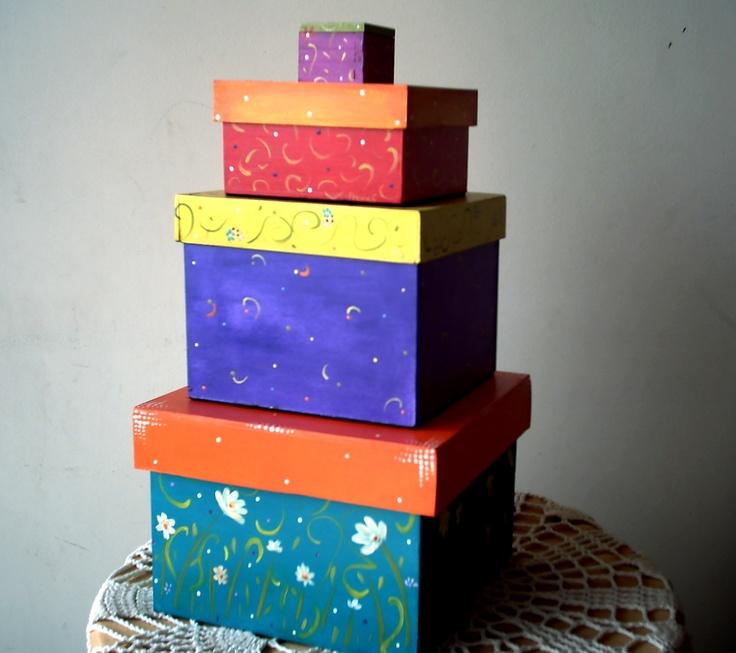 set de cajas decoradas todas de diferente manera pintadas por dentro con fieltro en