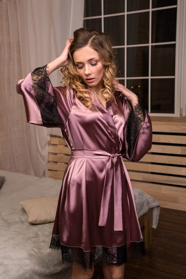 This light summer kimono robe is made of dark pink stretch satin. The  sleeves are wide 3230726e4