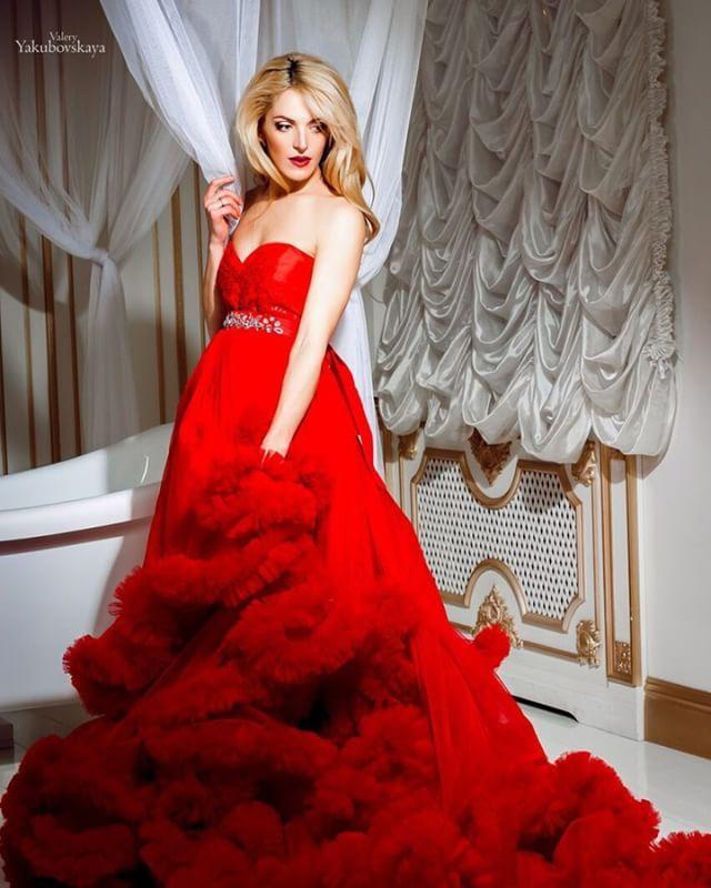 #23_iris_dress Наше невероятное платье облако красивого красного цвета!! Фото: @yakubovskaya_photo Доступно к прокату! БРОНИРОВАНИЕ VIBER 063-430-08-82! #платьянапрокатдляфотосессии #арендаплатьев #вналичииплатья #киевплатьеваренду #dressrent #iris_pregnansy #pregnansy #платьеоблаковаренду #красноеплатье #прокатплатьякиев #киев #фотосессиякиев #фотографкиев