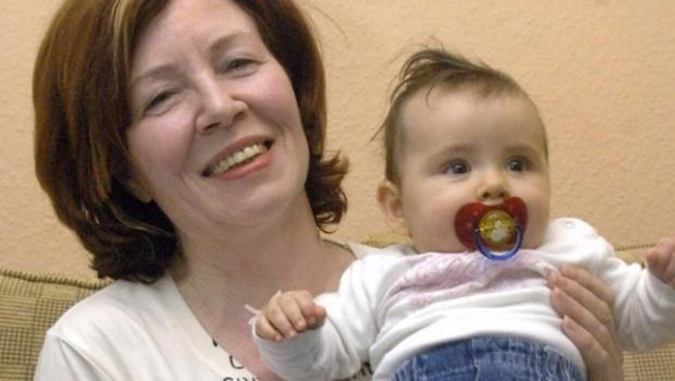 65 AÑOS?!?!?!?! Con 65 años, 13 hijos y 7 nietos se embaraza de cuatrillizos
