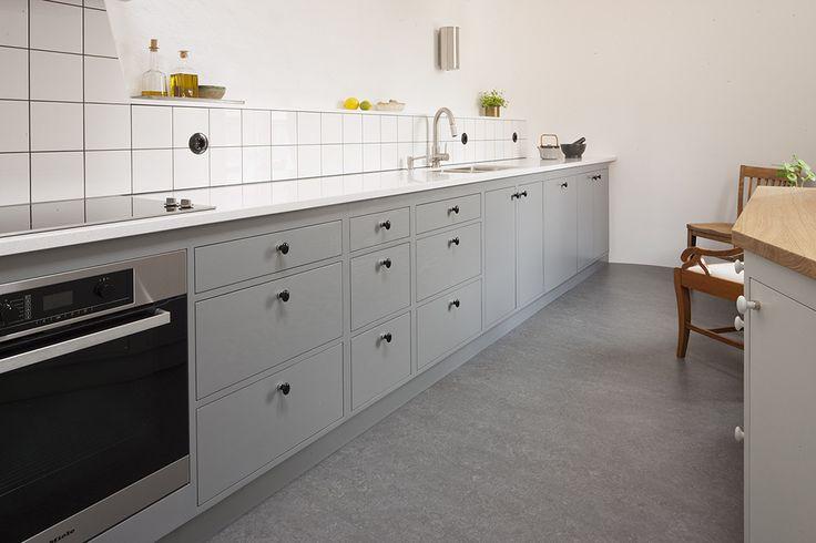 Kök med Funkismodul modern, byggt av Möllansverkstäder / hånd bygget køkken med Funkis modul