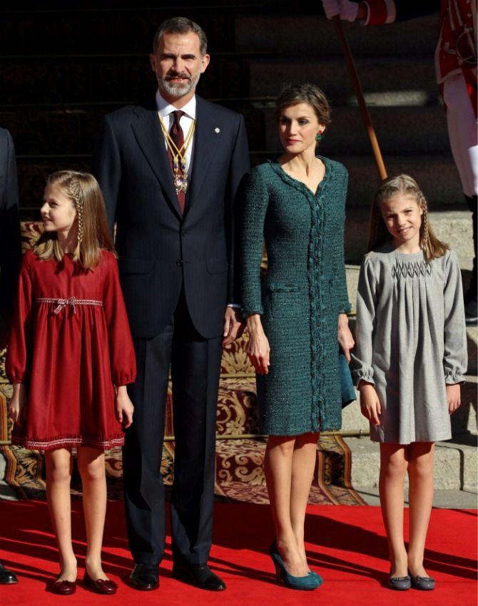 Los vestidos 'gemelos' de la princesa Leonor y la infanta Sofía en la apertura de la Legislatura