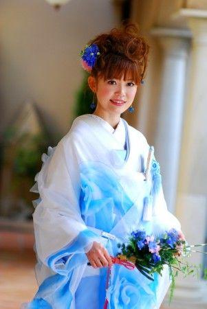 髪飾りもピアスも涼しげブルーで統一☆ 色打掛に合う夏らしい髪型一覧。白無垢ヘアの参考にも☆