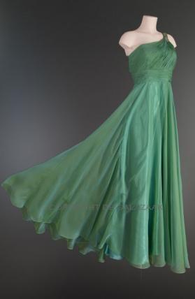 Deze jurk! Met mix stof van turquoise en groen. One shoulder strap, die vanaf de top op rug doorloopt<3