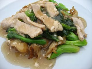 Modern Thai Food: rad na : stir fried wide rice noodle with pork gravy sauce and Chinese broccoli