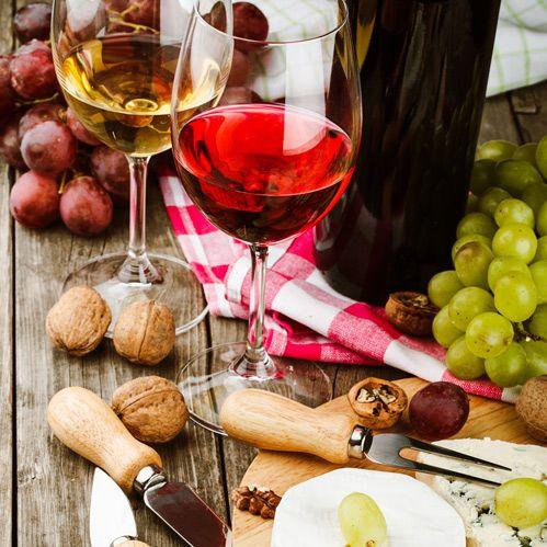 Bent u niet zo van de zoete hapjes? De High Wine of High Beer  is een heerlijk alternatief, een grote plank met allemaal huisgemaakte hartige lekkernijen zoals broodje dip, gedroogde worst, dadels met spek en garnalenkroket en veel meer. U geniet daarbij van een zorgvuldig uitgekozen wijn of kiest uit de fijne selectie van bieren.
