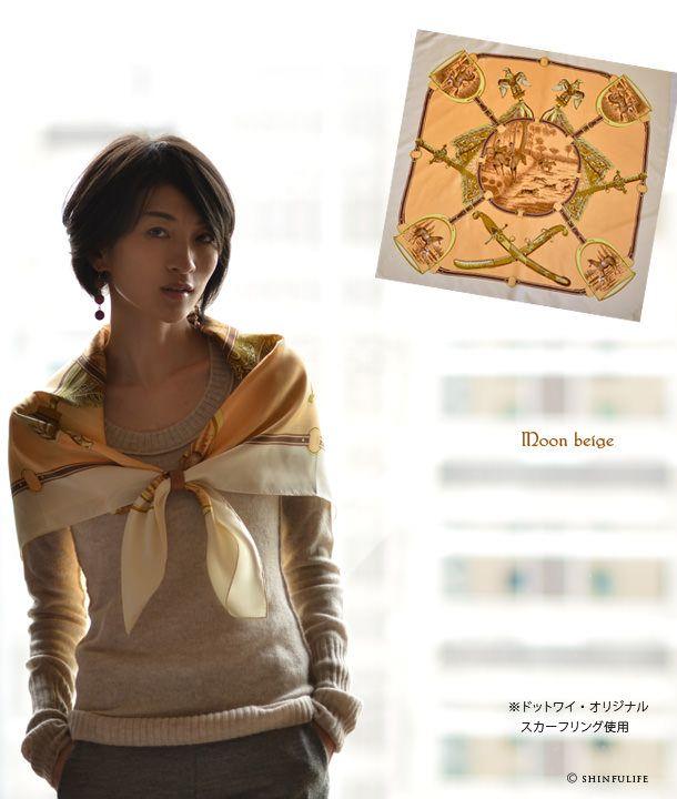 Y. (Dottowai) jacht 88 × 88 zijden twill Yokohama sjaal vierkante Hermes patroon harnas patroon paard patroon slang patroon 100% zijden sjaal grootformaat merk Mother's Day vrouwen verjaardagscadeau voor de collectie model foto Moon Beige