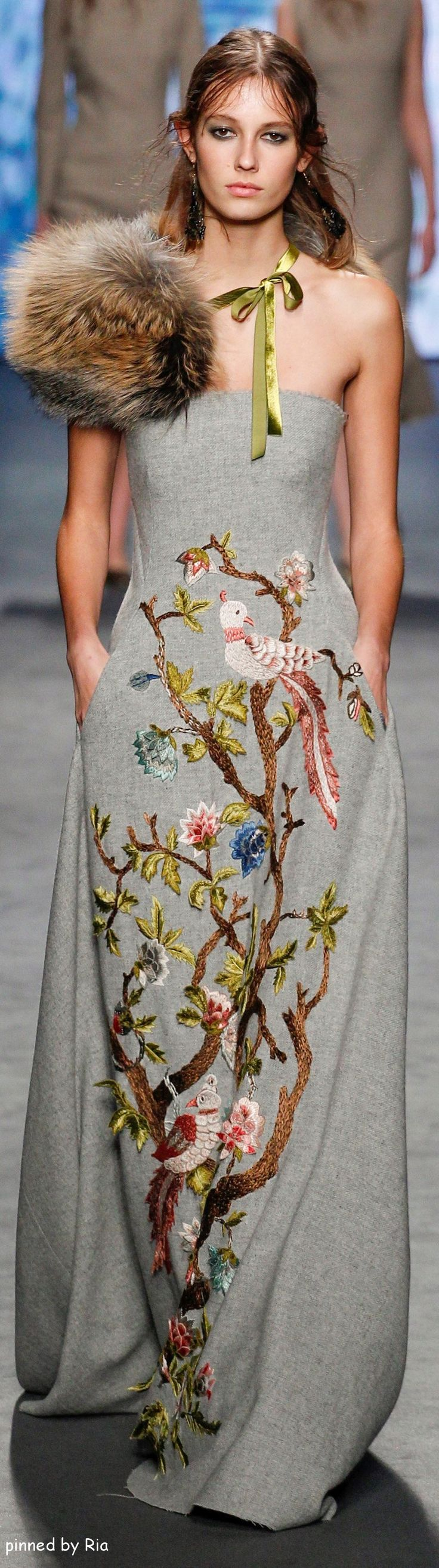 Alberta Ferretti Fall 2016 RTW / Gorgeous multicolored grey gown with bird motif and green accents