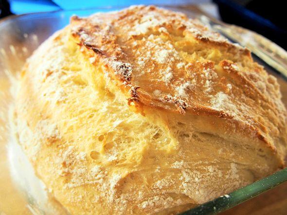 Vaivaton vehnäleipä padassa