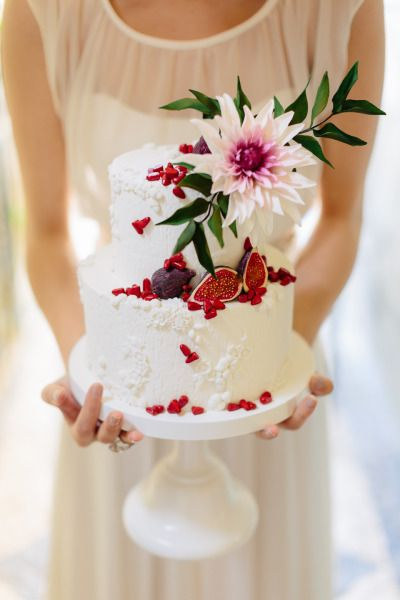 Fig wedding cake: http://www.stylemepretty.com/little-black-book-blog/2015/01/08/portugal-countryside-wedding-inspiration/ | Photography: French Grey - http://frenchgreyphotography.com/