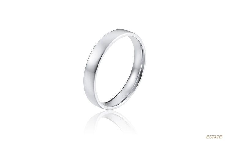 Herenring van platina. Zuiverder kan een trouwring niet zijn. Deze klassieke platina ring blijft een leven lang mooi. Een kostbaar bezit!