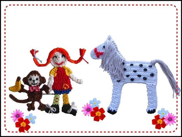 Handgehäkelte Mädchen mit ihren besten Freunden Affe und Pferd(3 Teilig). Diese Applikationen kann man annähen auf Taschen,Kissen,Babydecke, Kinderkleidung, Karten ... usw.100% Baumwolle,...