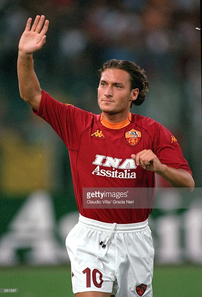 2000/01 - Francesco Totti of Roma waves during the Pre-Season Friendly match against AEK Athens at the Stadio Olimpico in Rome. \ Mandatory Credit: Claudio Villa /Allsport