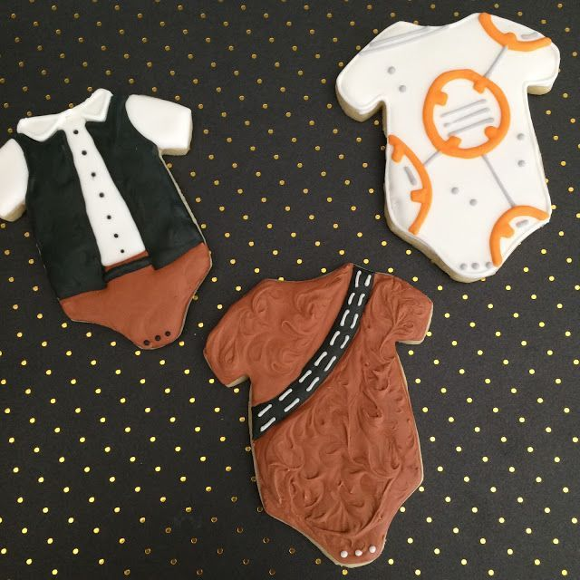 Tutorial by Sweet Jenny Belle for Star Wars baby shower decorated sugar cookies!