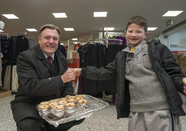 Norwich City chairman Ed Balls makes football pie on Great Sport...: Norwich City chairman Ed Balls makes football pie on Great… #EdBalls