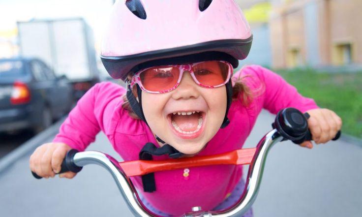 Подвижный, энергичный ребенок, неспособный и минуты усидеть на месте, крушащий все на своем пути и любящий активные игры – про такого говорят «малыш с моторчиком» или «егоза». Казалось бы, нормальный ребенок, не тихоня, вырастет лидером и всегда сможет постоять за себя. Но не всегда радужные представления родителей о будущем их наследника соответствуют действительности. И часто […]
