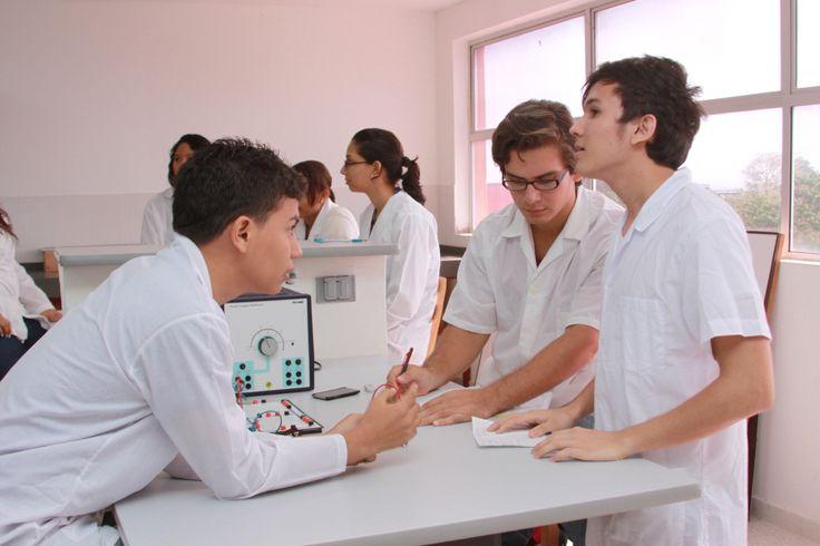 Universidad de Cartagena, primera en investigación en la región  Con 90 grupos de Investigación la Universidad de Cartagena ocupa el 1 puesto a nivel regional y el décimo tercer puesto a nivel nacional según la medición de COLCIENCIAS.